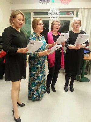 Yhteislaulun esilaulajat Jonna Ristolainen, Maria Haavisto, Kirsti Antila ja Eliisa Holstikko-Ojanen.