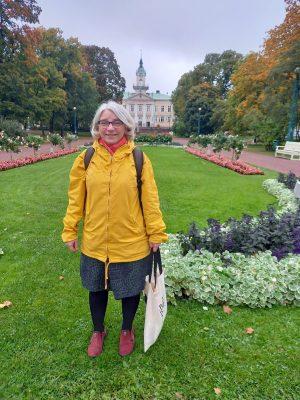 Yliopisto-opettaja Elina Suolahti perehdytti Porin dantelaisia Jumalaiseen näytelmään. Runoilijan kuolemasta tuli 700 vuotta 14.9. 2021.