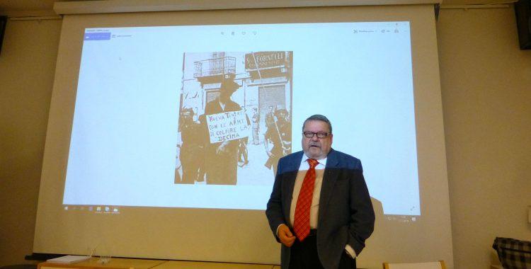 Antiikkiekspertti Kalle Mäkelä vieraili Porin Dante-seurassa puhumassa tällä kerralla toiseen maailmansotaan liittyvästä Italian Sosiaalisesta Tasavallasta, Repubblica Sociale Italianasta.